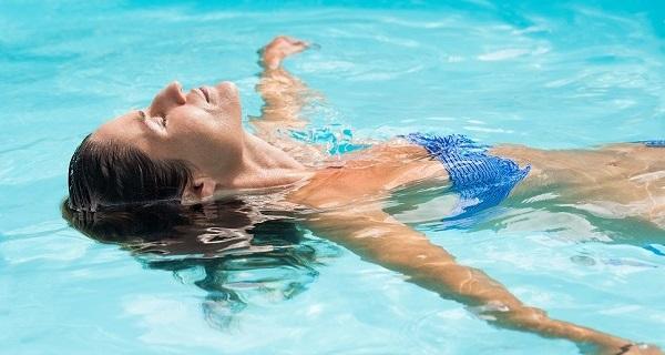 Dezinfekce bazénu solí